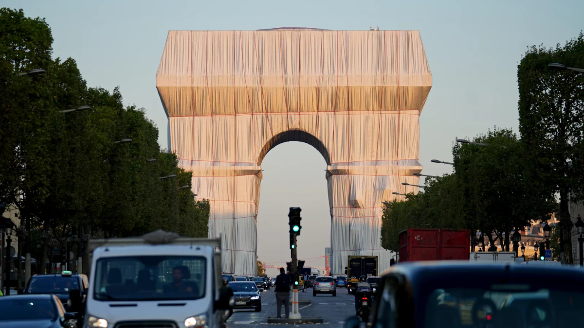 Arc de Triomphe – The Art After 60 Years, by Christo and Jeanne-Claude