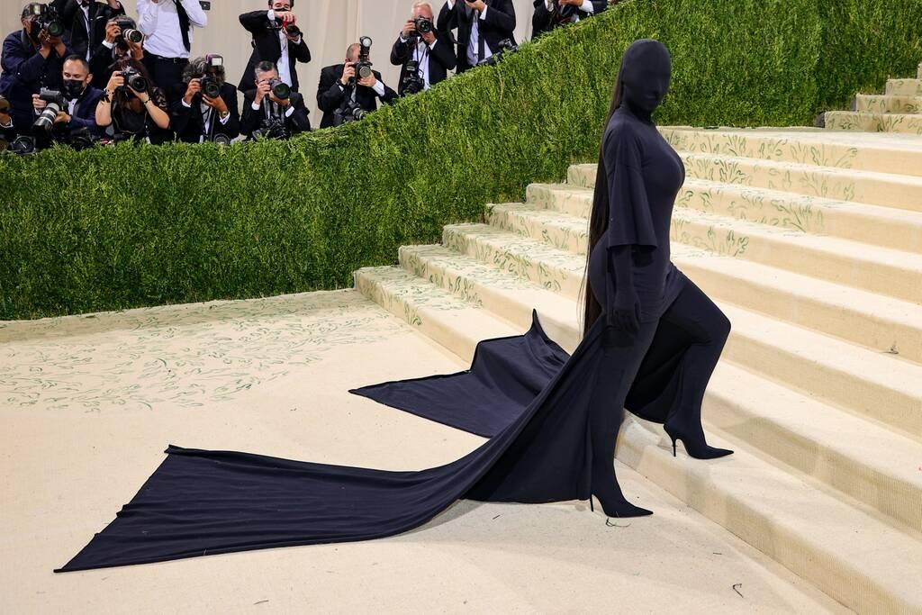 kim kardashian met gala look, kim kardashian balenciaga